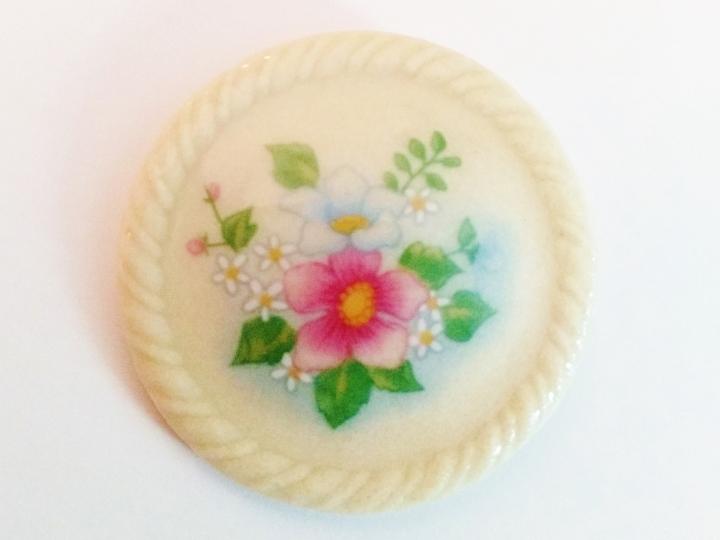 Avon Porcelain Brooch 4